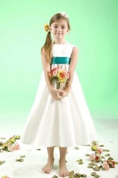 Robe cortège fille simple ornée d'une fleur au dos
