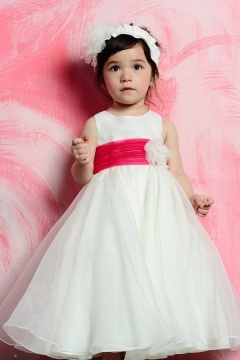 Robe cortège fille blanche et rouge ornée d'une fleur