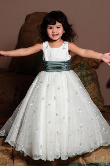 Robe mariage enfant princesse brodée des motifs en forme de papillon