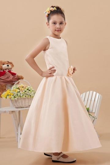Robe mariage enfant simple en satin ornée de fleurs