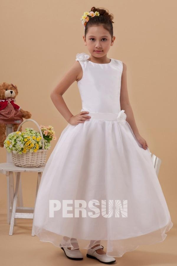 3a45cb61089a8 Robe mariage enfant longue blanche ornée de fleurs - Persun.fr