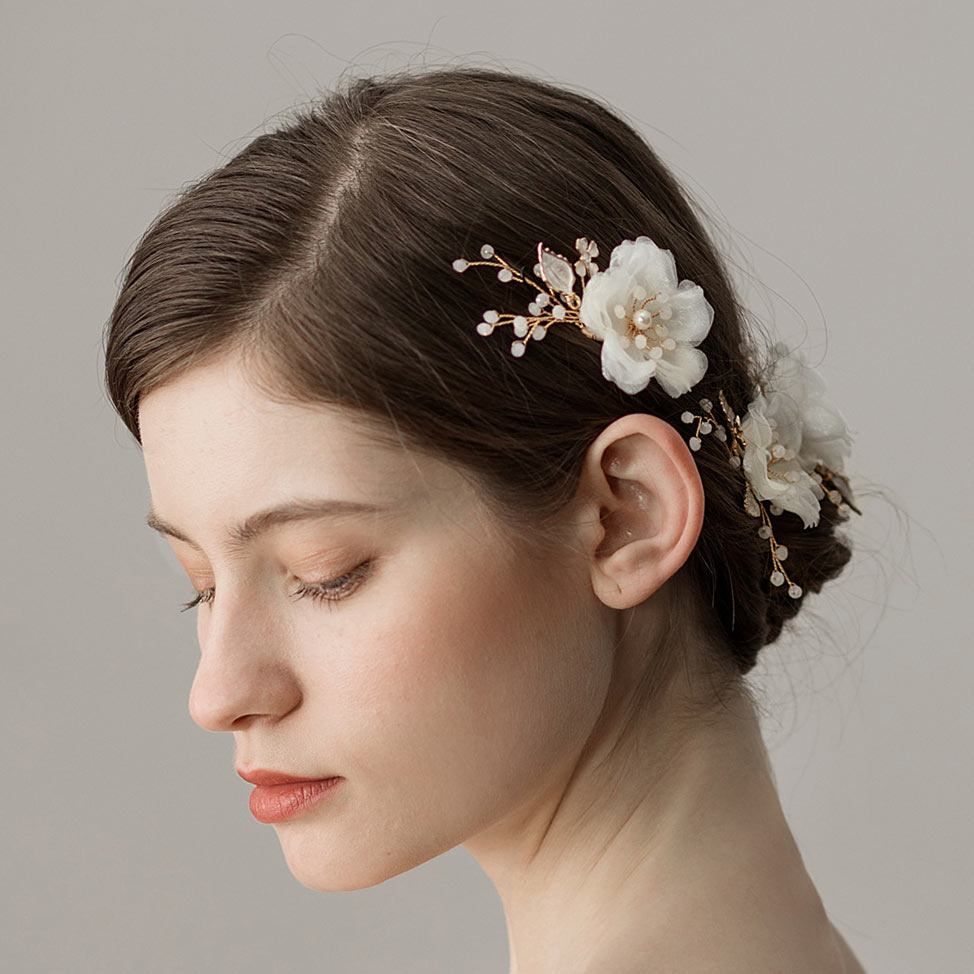 peigne pour la marié détails fleurs & perles