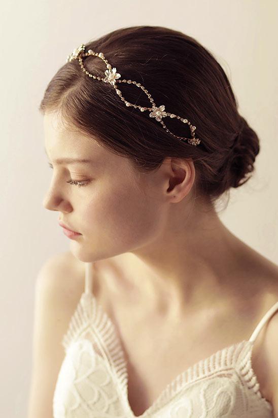 bandeau pour mariée ornée de strass et perles florale
