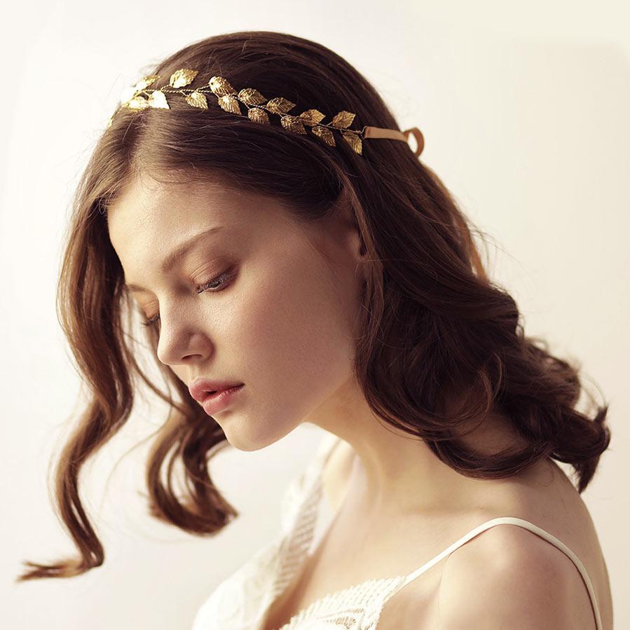 bandeau simple bohème chic en feuilles dorées pour mariée aux cheveux courts