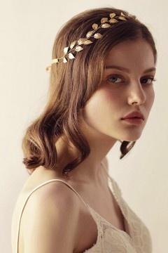 Accessoire coiffure bohème chic en feuilles dorées