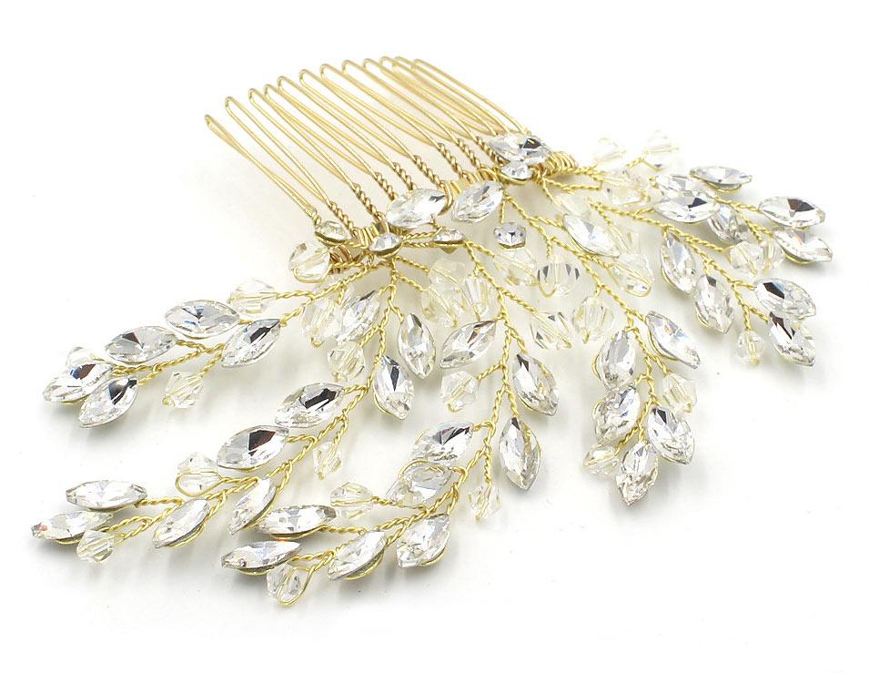 peigne dorée embelli de cristaux effet éclatant