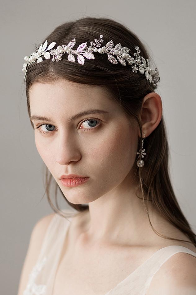 bandeau de mariée aux feuilles et perlées style baroque