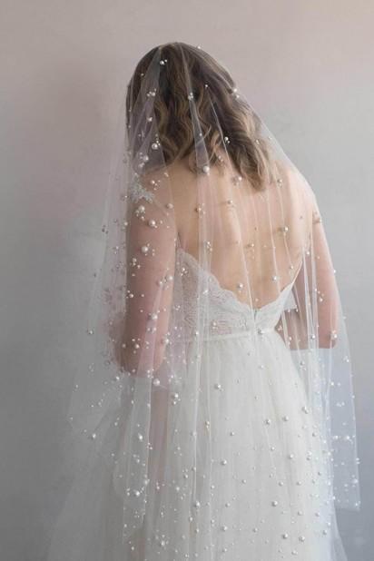 Voile de mariée bohème orné de perles de différentes tailles