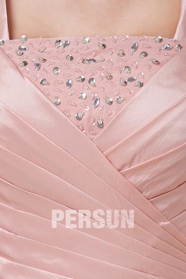 Robe longue bustier plissé et ornée de bijoux avec bretelles