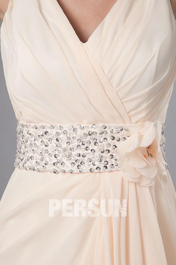 Robe de soirée longue élégante orné de paillettes et fleur