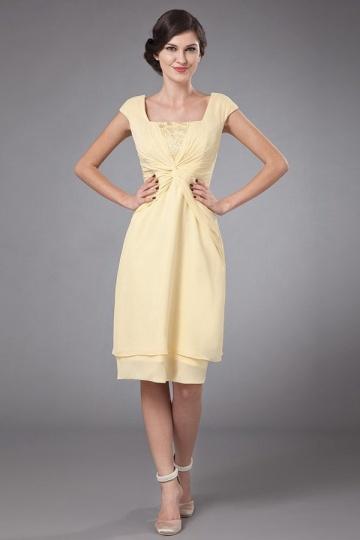 Robe mère de marié avec mancherons ornée de dentelles en mousseline jaune