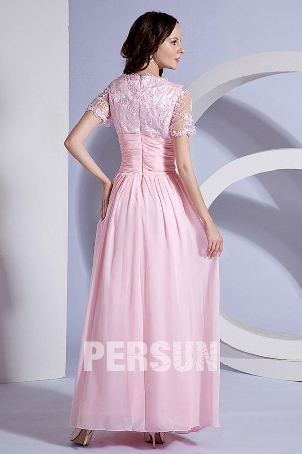 Robe rose bordée longue taille plissée avec manches en dentelle