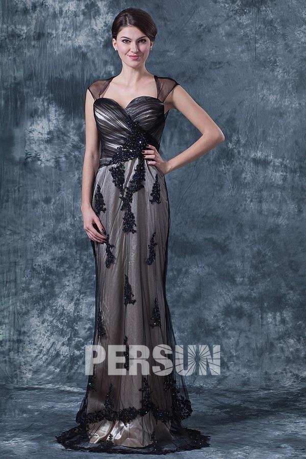 Robe noire élégante pour mère mariée ornée de bijoux en tulle