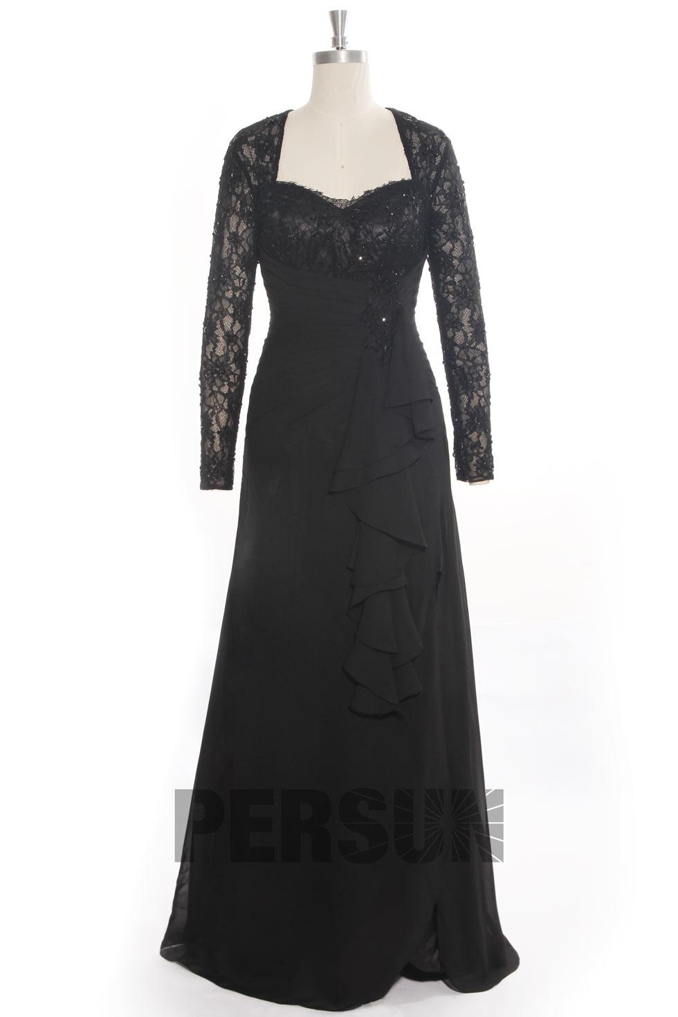 Robe noire de soirée manches dentelles avec fente latérale