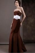 Robe mère de la mariée bustier simple accessoirisée d'une ceinture blanche
