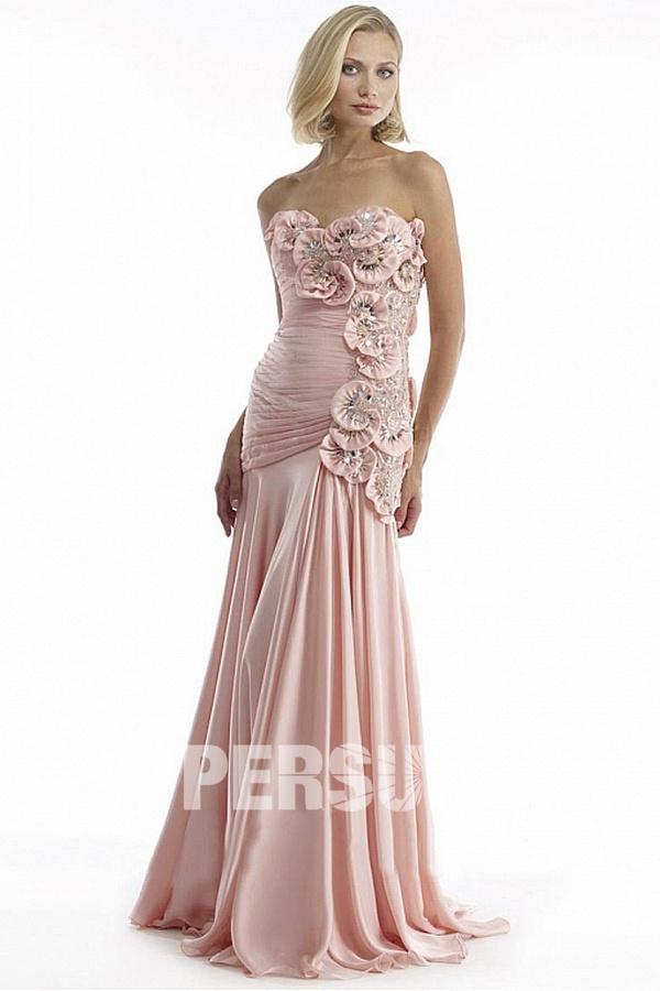 Robe soirée rose longue sans bretelle ornée de fleurs fait-main