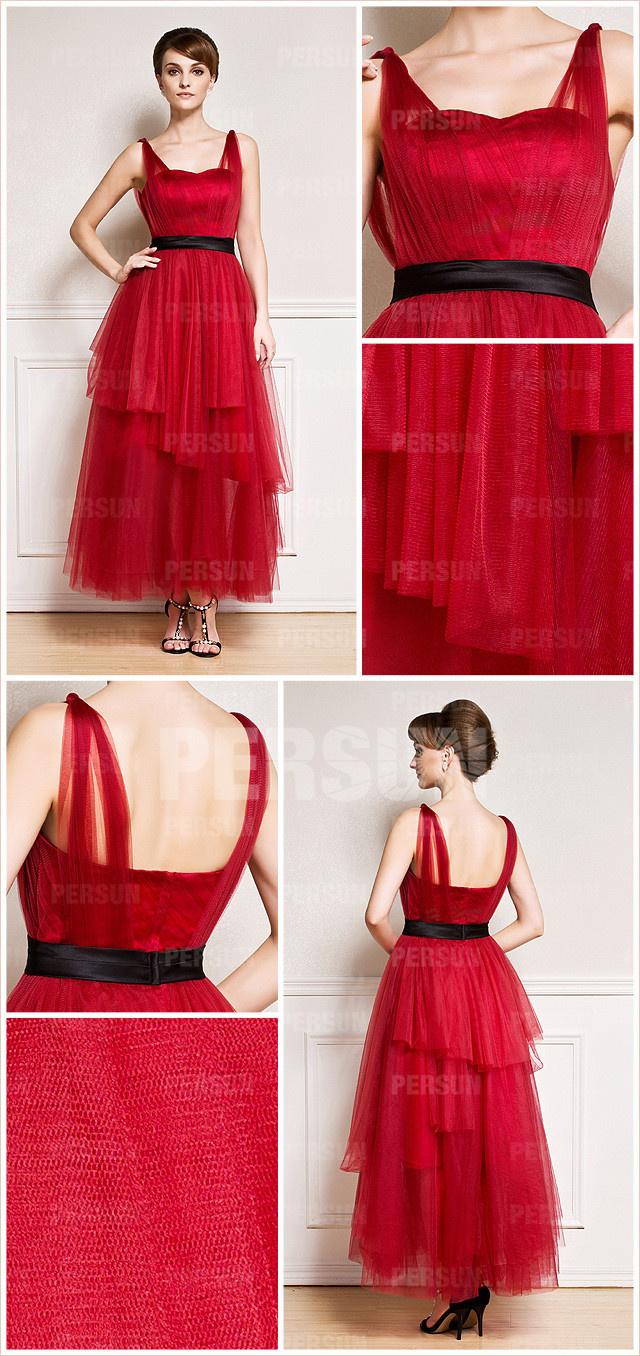Robe de soirée rouge avec ceinture noire