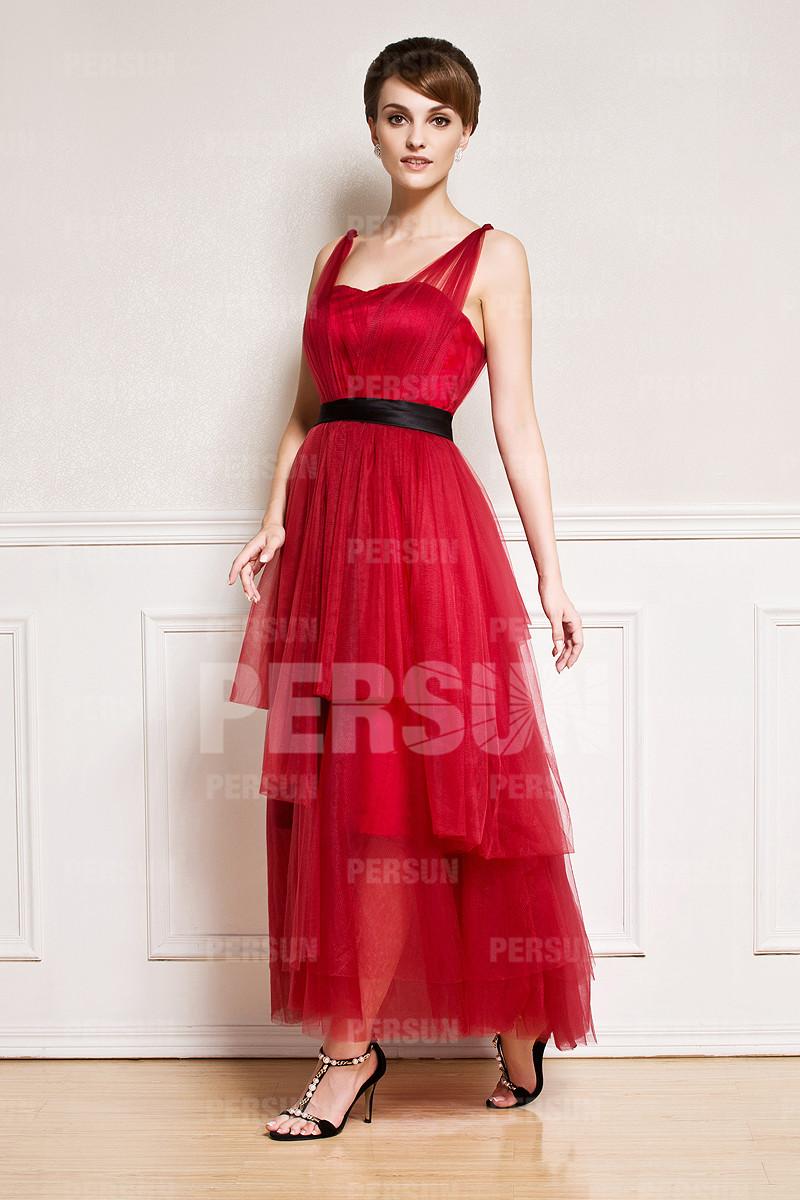 Robe rouge avec bretelles au cheville en tulle vaporeuse