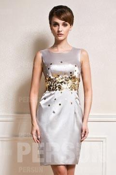 Petite robe fourreau ornée de paillettes à taille