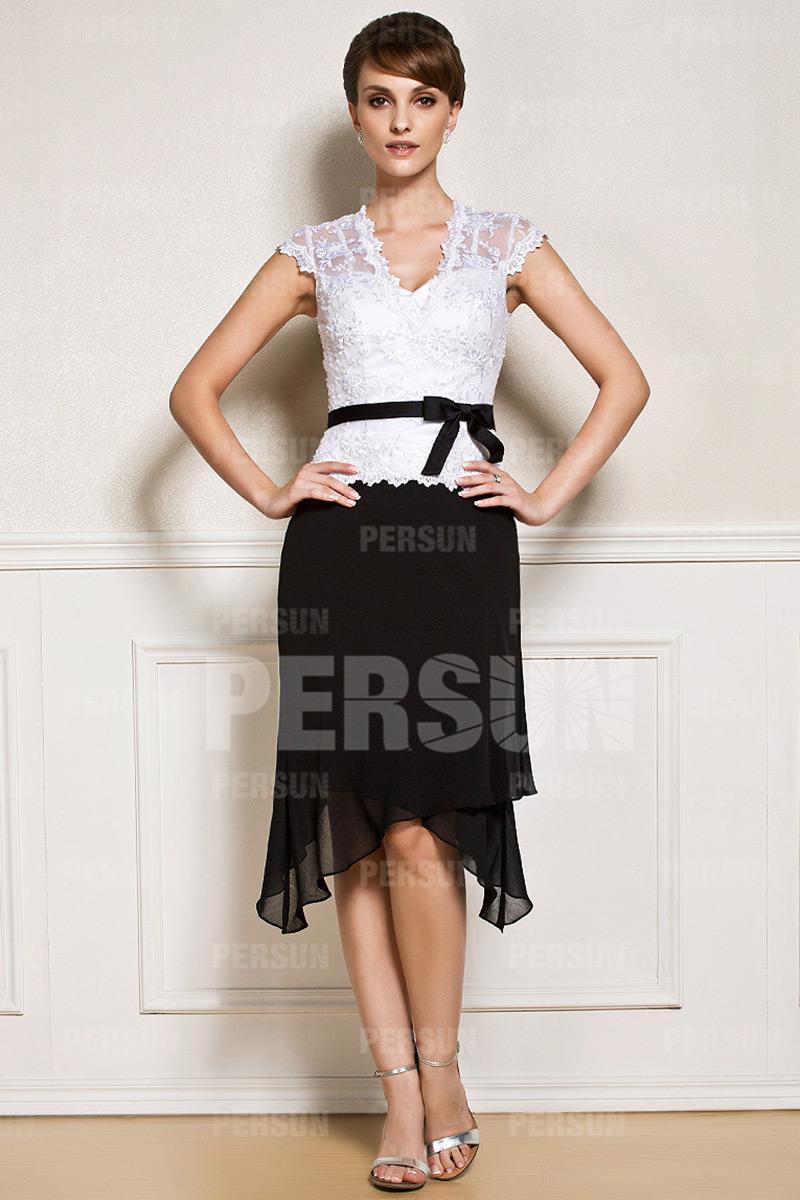 robe mère mariée mi-longue noire et blanche moulant col v haut en dentelle