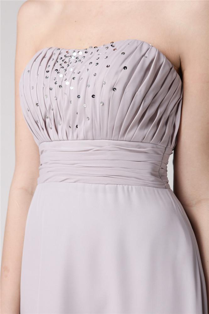 robe bustier longue dotée de paillettes à la poitrine