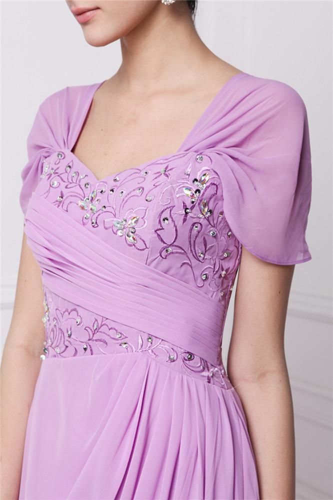 Robe rose de femme habillée style rétro bordée de fleurs