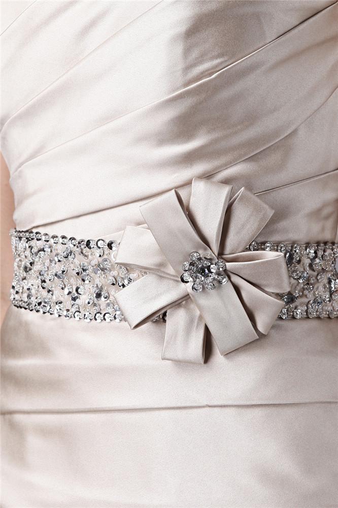 robe mère de mariée ornée de strass à la taille