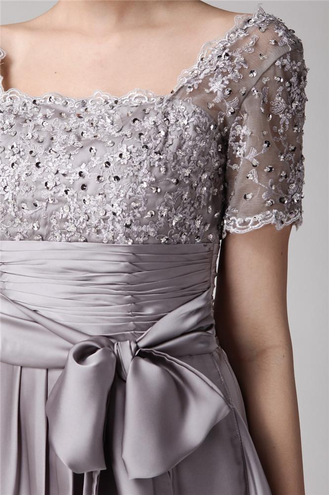 robe grise avec un noeud papillon longue à haut de dentelle