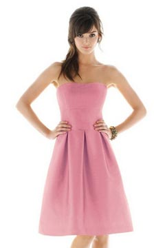 Robe demoiselle d'honneur courte sans bretelle en satin rose