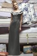 Elegantes Bodenlanges Boot-Ausschnitt Brautjungfernkleider aus Satin