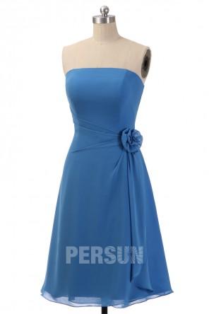 Robe cocktail mariage bleu courte bustier droit orné de fleur