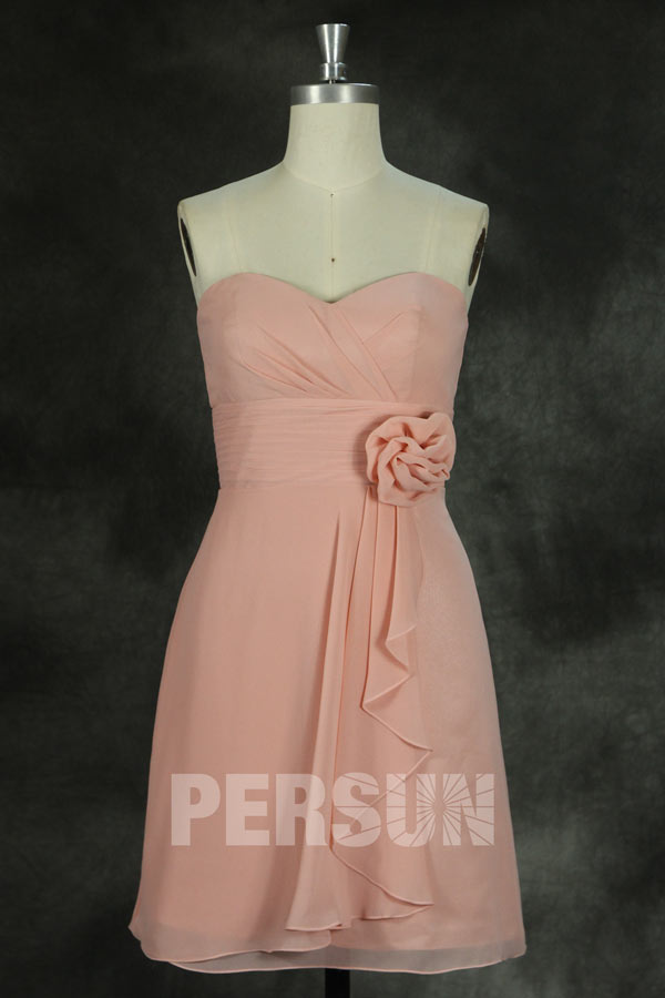 Robe demoiselle d'honneur rose bustier coeur ruchée courte au genou avec fleur
