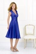 Sexy blaues V-Ausschnitt A-Linie Knielang Ruching Satin Brautjungfernkleider