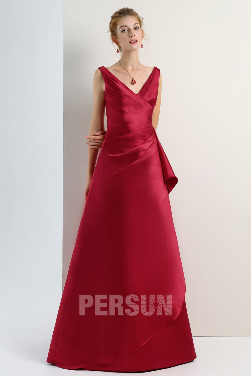 robe de cérémonie rouge rubis décolleté V en satin ligne A