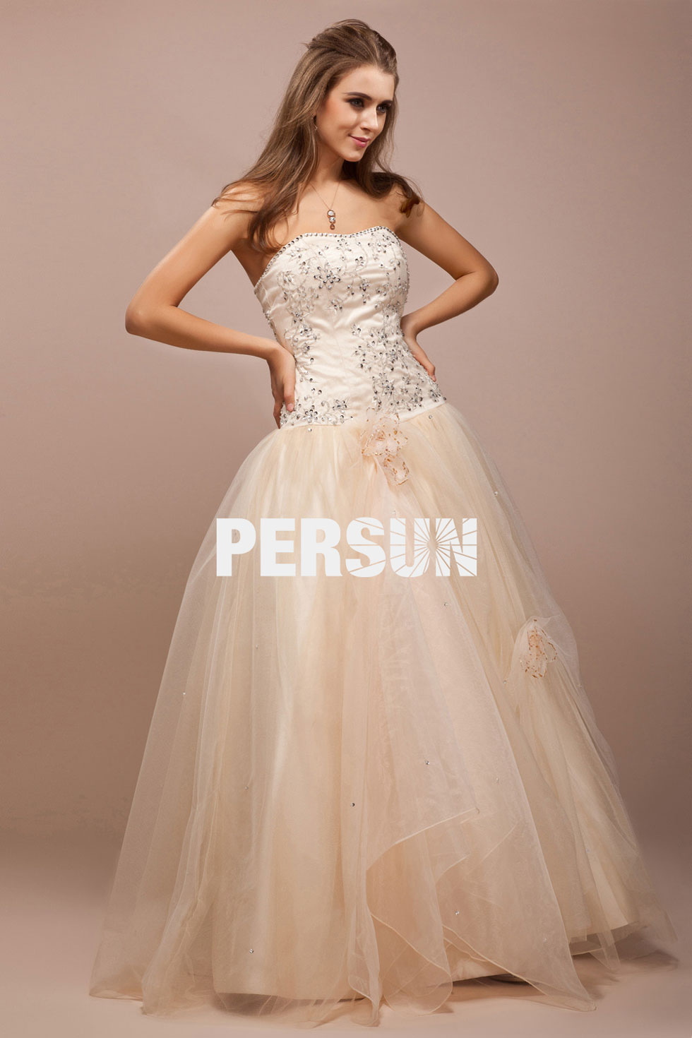 robe en couleur crème à bustier c?ur