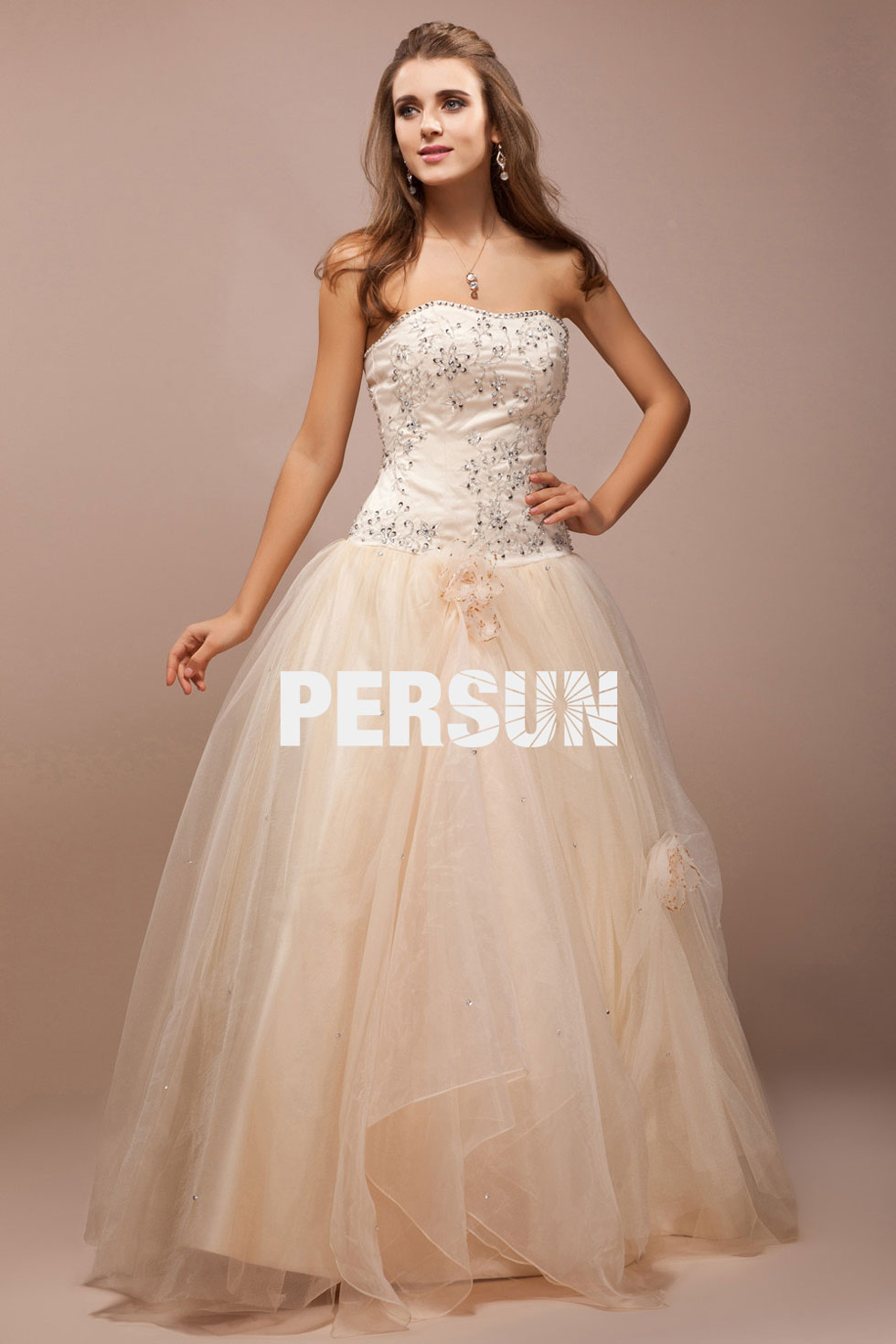 robe de mariée blanche cassée à jupe bouffante