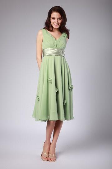Robe verte demoiselles d'honneur col v fleurs à la main en mousseline
