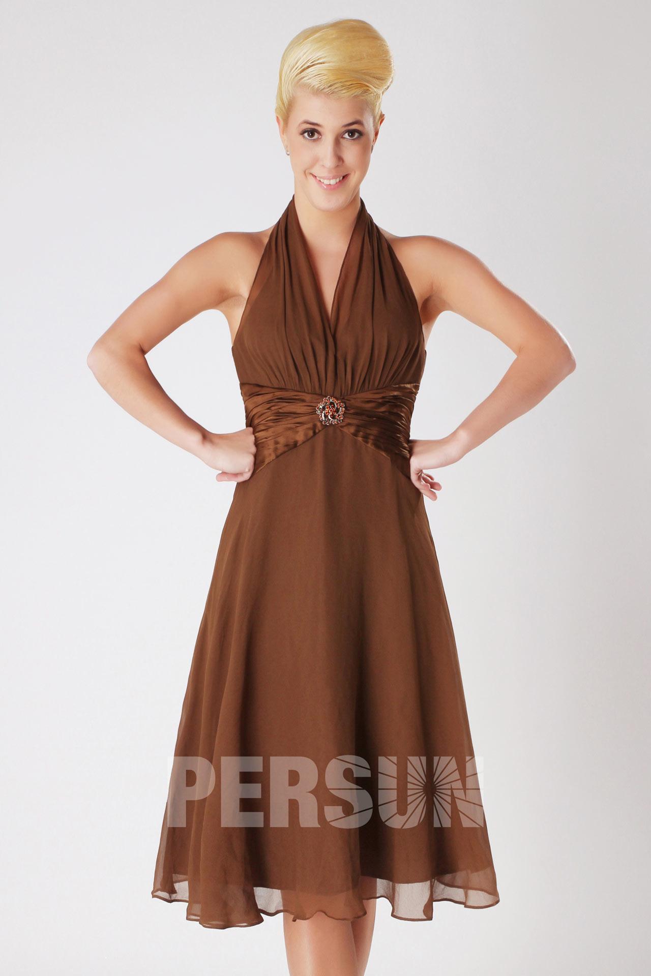 robe de cocktail marron courte col américain bustier plissé taille ornée de broche