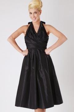 Robe noire courte avec bretelle autour du cou en taffetas