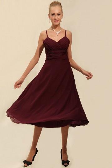 Robe demoiselle d'honneur en rouge bourgogne mousseline soyeuse à bretelle spaghetti au ras du mollet