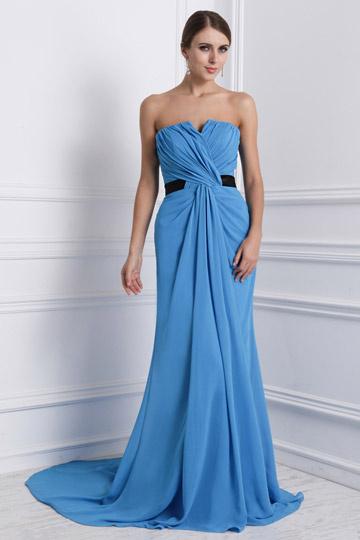 Robe soirée bustier bleu Empire en mousseline accessoirisée une ceinture noire