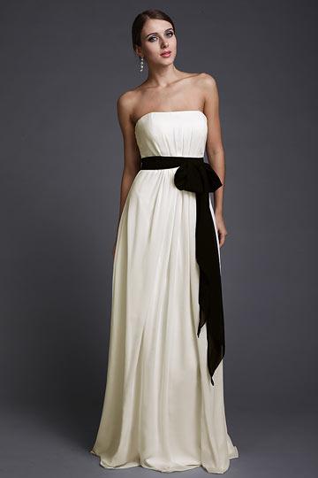 Robe de dame d'honneur chic longue bustier accessoirisée une ceiture noire