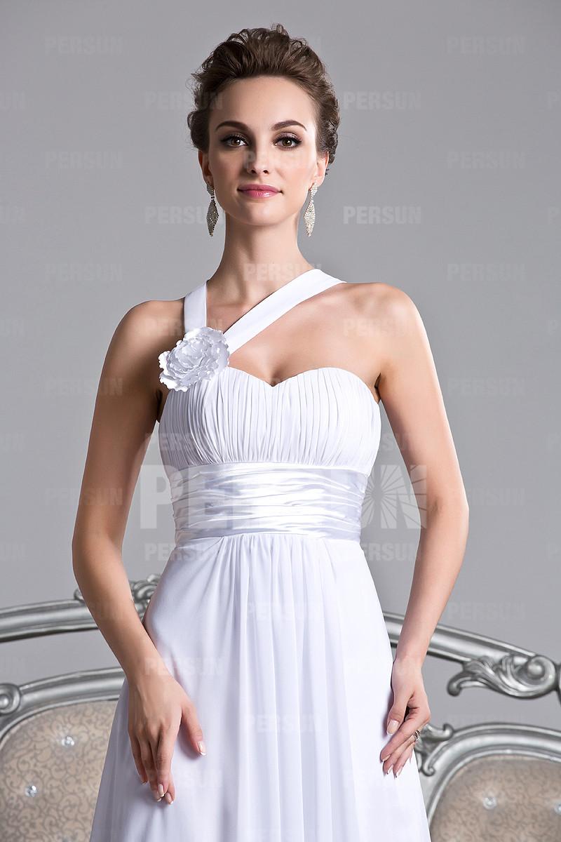 robe blanche pour mariage ornée de fleur