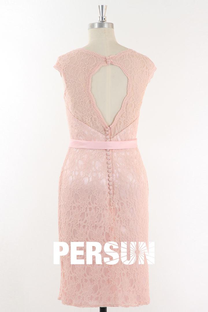 Petite robe rose fourreau en dentelle dos découpé