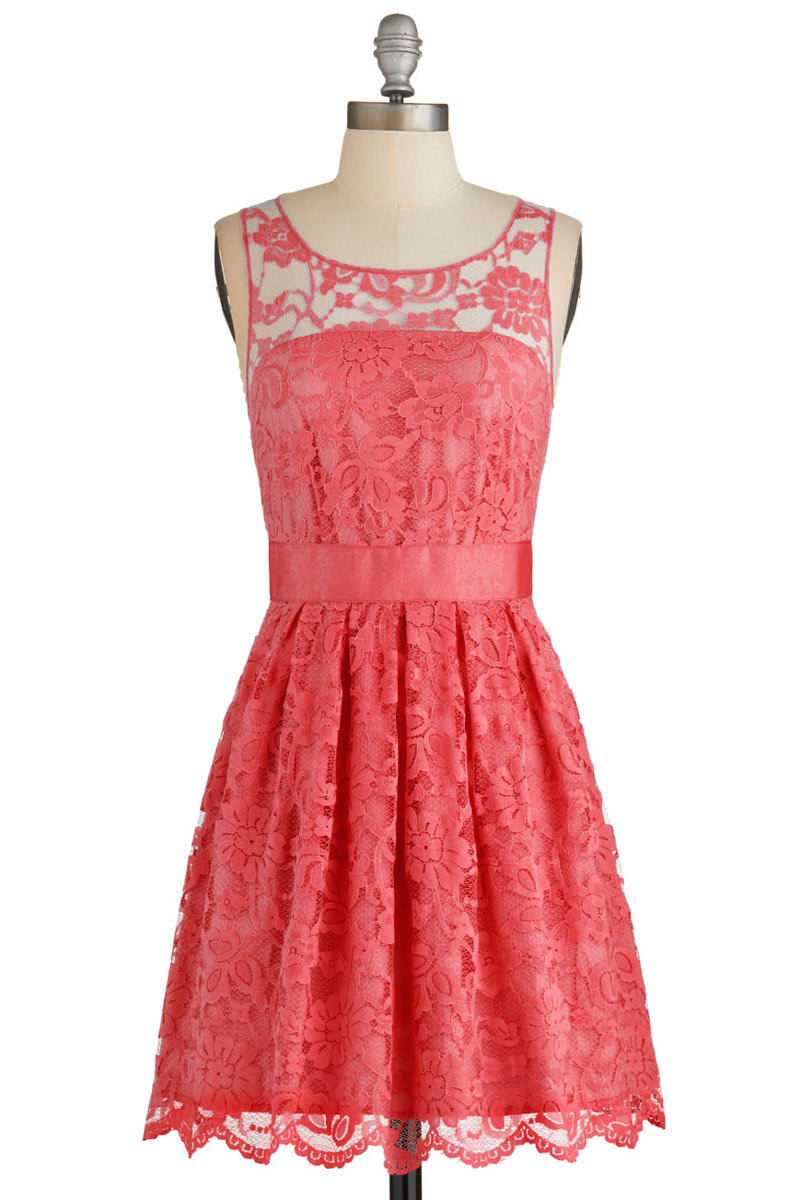 Robe courte couleur corail pour fête et mariage en dentelle