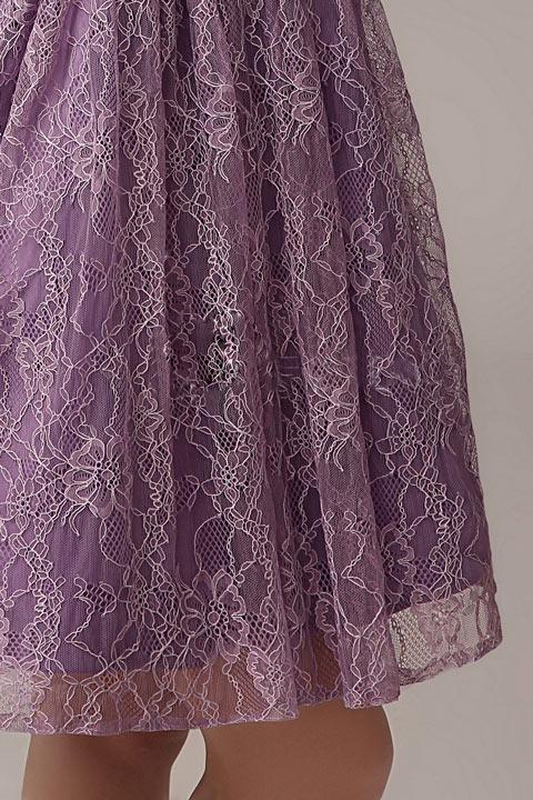 robe de soirée violette asymétrique dentelle de motif chrysanthème pour témoin mariage