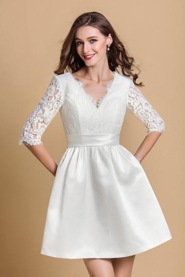 robe de mariée courte avec manche haut en dentelle