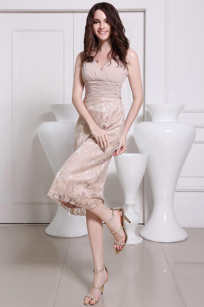 robe de cocktail mi-longue nude col v plissé et jupe en dentelle
