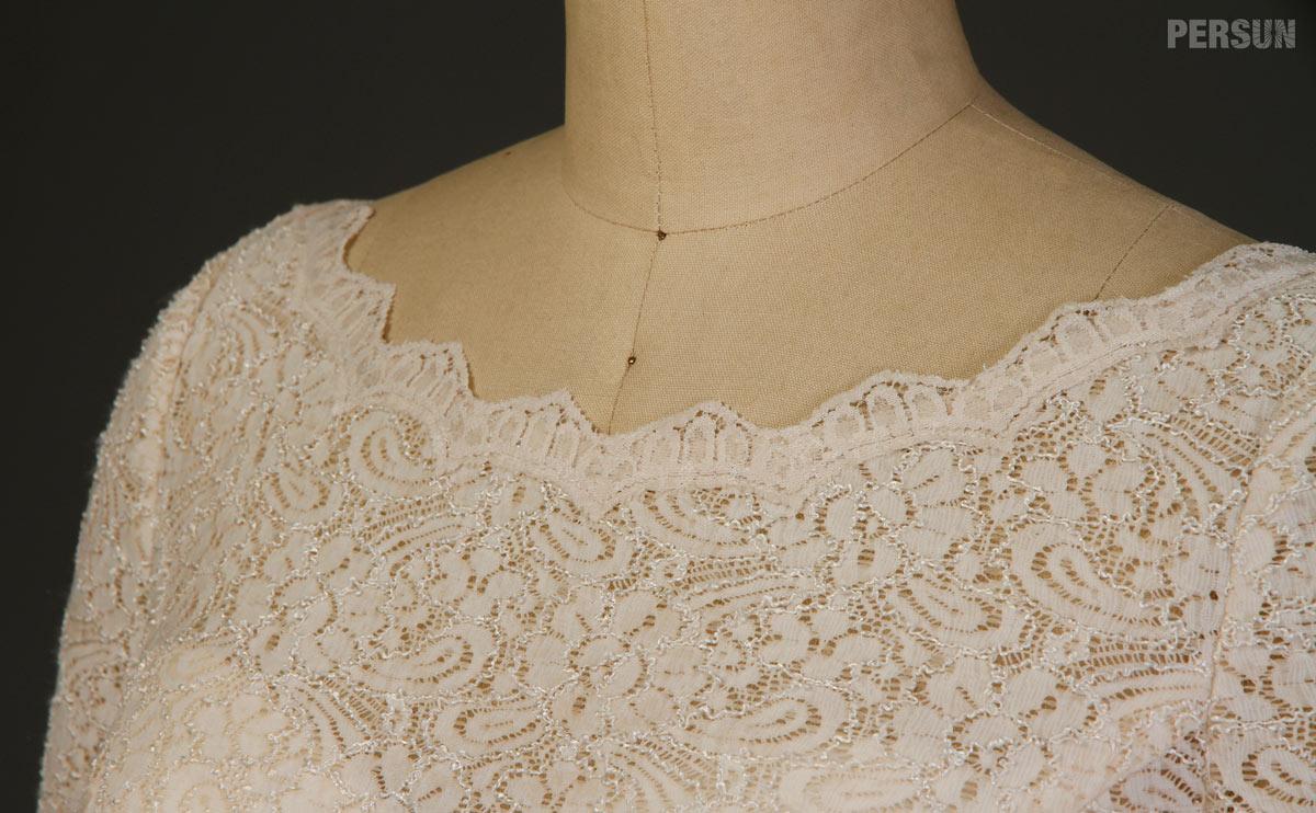 robe simple de cérémonie avec manches longues