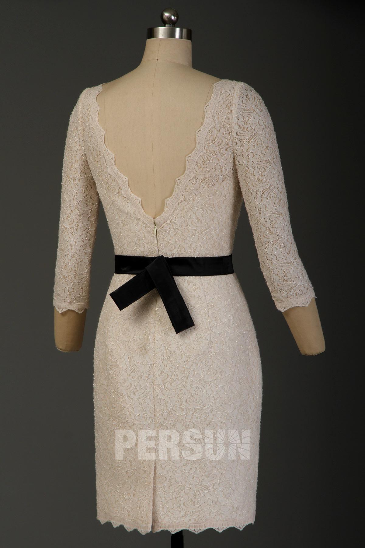 Robe dentelle moulante pour cocktail mariage à manche courte